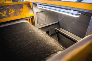 The flip-flow feeder feeds the material to the NF sorting plant