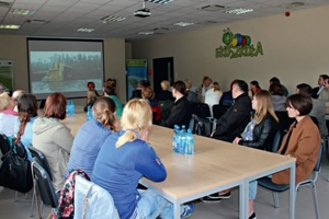 """<div class=""""bildtext"""">Seminar room for<br />children and adults</div>"""