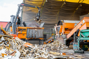 "<div class=""bildtext_eng"">This machine shreds industrial, commercial and domestic waste, mixed building waste, biowaste and railway sleepers, garden waste, tree-trunks and roots</div>"