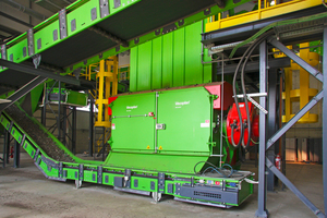 """<div class=""""bildtext_en"""">The VAZ 2500 RS F T single-shaft shredder works efficiently and is very robust. The operator achieves a constantly high throughput with uniform output quality</div>"""