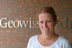 """<div class=""""bildtext_eng"""">Dr. Laura Woltersdorf </div>"""