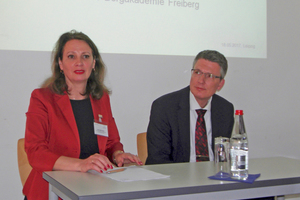 "<div class=""bildtext_eng"">Dipl.-Ing. Irena Bernstein and Prof. Dr. rer. nat. Martin Bertau evaluating the conference</div>"