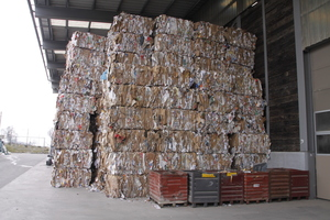 "<div class=""bildtext_en"">Sorted bales of paper</div>"