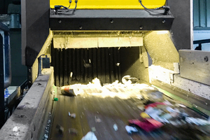 """<div class=""""bildtext"""">Mit der UniSort Black können Anlagenbetreiber erstmals auch wertvolle schwarze Kunststoffe aussortieren, die bislang meistens in der Restefraktion für die Verbrennung landen</div>"""