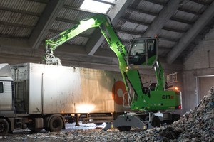 """<div class=""""bildtext_eng"""">The SENNEBOGEN 817 E-series is a compact material handler offered by SENNEBOGEN with a reach of up to 9m and an operating weight of around 17t for waste recycling tasks. The first machines have proved successful in operation at Meinhardt Städtereinigung </div><div class=""""bildtext_eng"""">GmbH &amp; Co. KG</div>"""