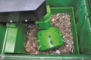 """<div class=""""bildtext_eng"""">Compaction roller at work in the Bergmann Roto Compactor, above the compact engine hood of the compacting unit</div>"""