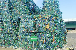 """<div class=""""bildtext_eng"""">150000t of post-consumer plastic packaging waste are recovered and recycled every year </div>"""