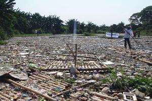 4 Plastic in  the Marilao river
