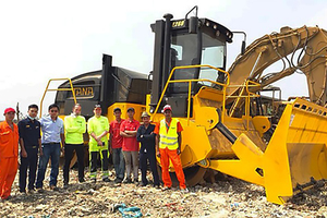 "<div class=""bildtext_en"">The new TANA E260 landfill compactor in operation in Myanmar</div>"