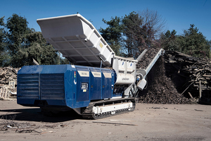 "<div class=""bildtext_en"">Waste wood processing with the mobile shredder Urraco 95 DK of Lindner</div>"