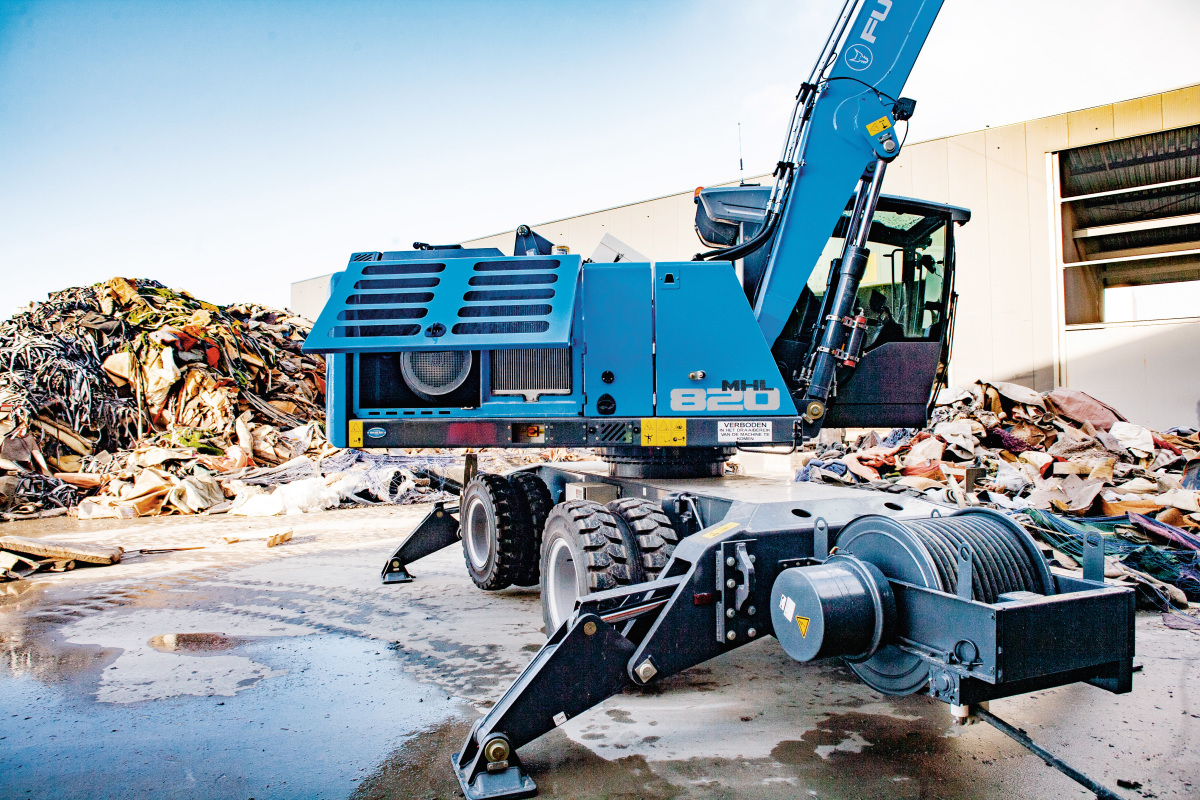 MHL820 from FUCHS in use at Recycler Van Dijk Containers - recovery