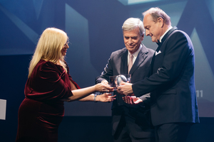 """<div class=""""bildtext_en"""">Award handover: State Secretary Claudia Dörr-Voß (BMWi) hand over the German Sustainability Award """"Research"""" to Prof. Dr. Michael Otto, Umweltstiftung Michael Otto and Joachim Rukwied, President of the German Farmers Association</div>"""