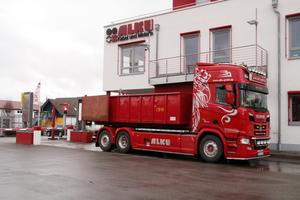 """<div class=""""bildtext"""">Die ALKU GmbH besitzt einen eigenen Fuhrpark mit drei LKW</div>"""