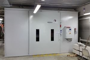"<div class=""bildtext_en"">A total of seven systems were installed. In cooperation with the technical department of the BMW Group, Erdwich also developed a sophisticated safety system, so that it now has a transparent filling level control of the closed removal box in the basement as well as a control display of the shredding plant itself</div>"