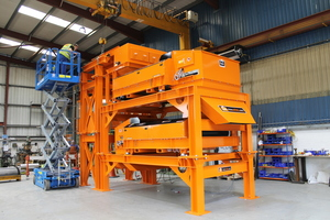 "<div class=""bildtext_en"">The 6 m high module includes a vibratory feeder, magnetic drum separator and two 1.5 m wide Eddy Current Separators</div>"
