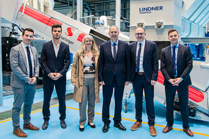 "<div class=""bildtext_en"">F.l.t.r. Starlinger Sales Manager Florian Mitterecker, Technician Leander Huemer and Managing Partner Angelika Huemer, Cypriot's Environment Minister Costas Kadis, Lindner Washtech CEO Harald Hoffmann and Sales Manager Marcel Willberg</div>"