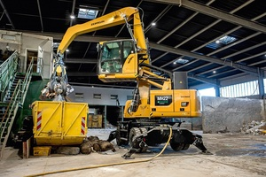 """<div class=""""bildtext_en"""">The cable-powered MH22 material handling excavator is perfect for indoor use in the recycling industry</div>"""