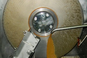 "<div class=""bildtext_en""><span class=""bildnummer"">4 </span>Drying of waste water on a disc in a CD Dryer 501 at the Allgaier test centre in Uhingen</div>"