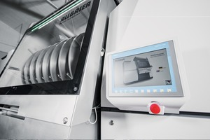 "<div class=""bildtext_en""><span class=""bildnummer"">7</span> Intelligent plant control with the intuitively operated touch panel to call up and change the current machine and process parameters</div>"