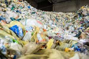 """<div class=""""bildtext_en"""">The more the population increases worldwide and prosperity increases in many regions, the more plastic is produced</div>"""