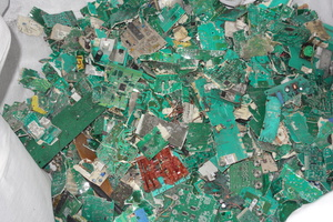"<div class=""bildtext_en"">With the help of the plant, valuable raw materials contained in various pieces of end-of-life equipment are recovered, sorted and then sent for recycling</div>"