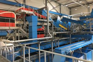 "<div class=""bildtext_en"">New paper sorting plant for the production of deinking waste paper</div>"