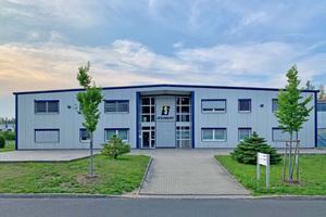 """<div class=""""bildtext"""">Produktionshalle der STEINERT UniSort GmbH in Zittau</div>"""