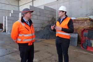 "<div class=""bildtext_en"">6 Steffen Hägele, CEO of Hägele GMBH in conversation with Alexander Korn, Managing Director Korn Recycling GmbH</div>"
