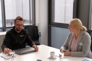"<div class=""bildtext_en"">Dr. rer. nat. Daniel Bender, Technical Manager at TOMRA SORTING GmbH, in conversation with Dr. Petra Strunk, editor in chief of the magazine recovery Recycling Technology Worldwide </div>"