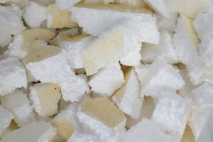 """<div class=""""bildtext_en"""">6 Broken waste of insulating wall panels from HBCD-containing polystyrene</div>"""