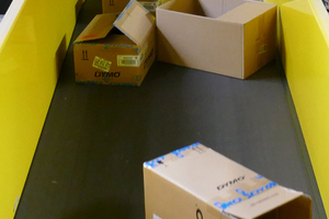 "<div class=""bildtext_en"">Continuous feeding with cardboard box material</div>"
