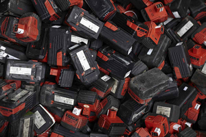 "<div class=""bildtext_en"">9 Used batteries </div><div class=""bildtext_en"">for recycling </div>"