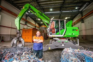 """<div class=""""bildtext_en"""">Delighted with the machine: Mohammad Hamshah, operator from Select Metals appreciates the good view from the cab, which allows him to load the hopper safely and quickly</div>"""