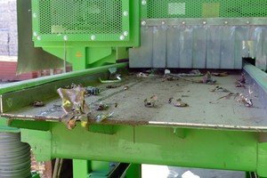 "<div class=""bildtext_en"">After shredding, the material falls onto a vibrating conveyor chute directly below the plant</div>"