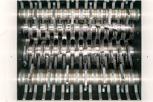 "<div class=""bildtext_en"">Specially hardened solid steel cutting rollers</div>"