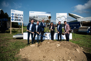 "<div class=""bildtext_en"">Lindner's groundbreaking ceremony 2020: f.l.t.r. the Lindner team with Matthias Egarter, Harald Ebner, Michael Lackner, Karin Lindner, Manuel Lindner and the mayor of Spittal Gerhard Pirih</div>"