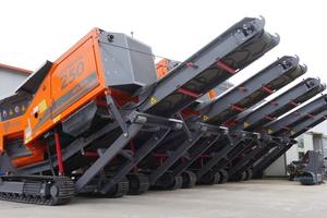 """<div class=""""bildtext_en"""">Mobile IMPAKTOR 250 evo double-shaft shredder</div>"""