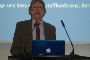 "<div class=""bildtext_en"">Dr. Helmut Löwe, Federal Ministry of Education and Research, Bonn</div>"
