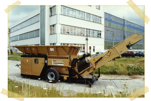 "<div class=""bildtext_en"">One of the first HAMMEL shredder typ VB 650 D on hook lift frame at side in Bad Salzungen</div>"