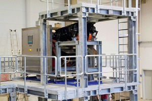 "<div class=""bildtext_en"">8 Rear view of the freefall sorter with control panel</div>"