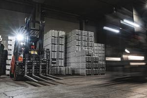 """<div class=""""bildtext"""">Heute produziert REAZN 95000 Tonnen Zinklegierungen pro Jahr</div>"""