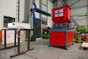 """<div class=""""bildtext_en"""">In order that the waste doesn´t consume too much room, Erdwich Zerkleinerungs-Systeme GmbH constructed a twin shaft shredder, which reduces the waste volume by 80 %</div>"""