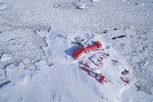"""<div class=""""bildtext_en"""">In winter, the German research station GARS O'Higgins is cut off from the outside world for months. Waste cannot be transported away</div>"""