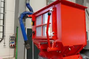 """<div class=""""bildtext_en"""">A manual feed press assists in the reduction of particularly bulky parts</div>"""