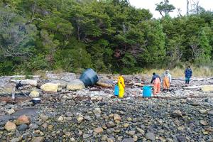 """<div class=""""bildtext"""">Die entsorgten Netze und Leinen an den Küsten Patagoniens werden von der lokalen Bevölkerung eingesammelt und zu Sammelstellen gebracht</div>"""