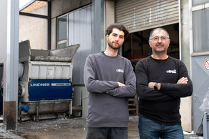 """<div class=""""bildtext_en"""">Thanks to the shredder's flexible cutting system, Andreas (left) and Gheorghe (right) Campan from Candi Plastic Recycling can perfectly address customers' needs</div>"""