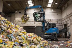 """<div class=""""bildtext_en"""">Heaps of plastic from household waste </div><div class=""""bildtext_en"""">collection</div>"""