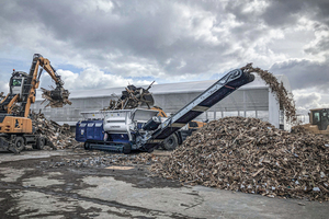 """<div class=""""bildtext_en"""">The total of 10 Lindner Urracos are used flexibly at RGS Nordic for processing a wide variety of materials, such as waste wood…</div>"""
